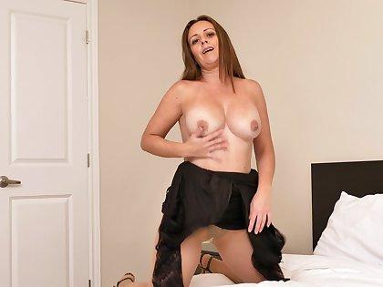 Aroused MILF shows elsewhere in plain webcam solo masturbation XXX
