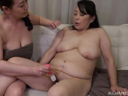 Heavy Japanese chicks drop their towels to have a go lesbian sex