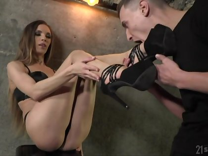 Nasty babe with sexy feet Veronica Clark is fucked anally after footjob