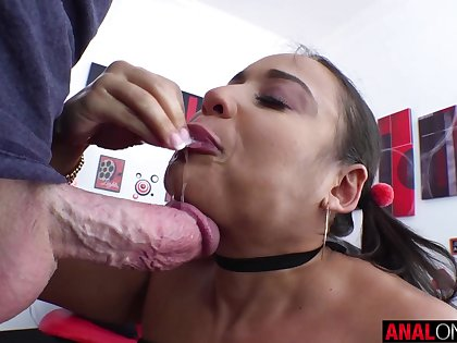 Latina Carmela Clutch's well done anal
