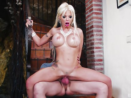 Cougar rides man's huge stick in more than enough XXX