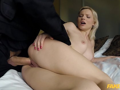 Beauteous tart Zazie Skymm has all the right moves when hooking up