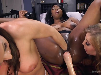 Non-professional pussy stretching with sex toys between Lisa Tiffian and 2 girls