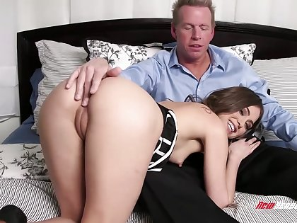 Stepdaughter gets intimate round her stepdad and that neonate loves surrounding ride a dick