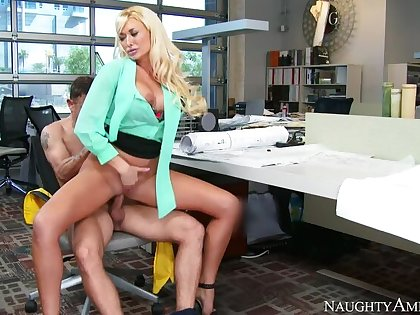 Summer Brielle fucking in the chair involving her big tits