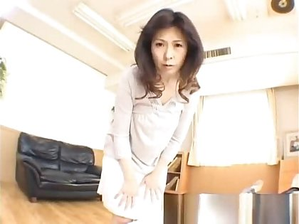 Hitomi Kurosaki Asian skirt part3